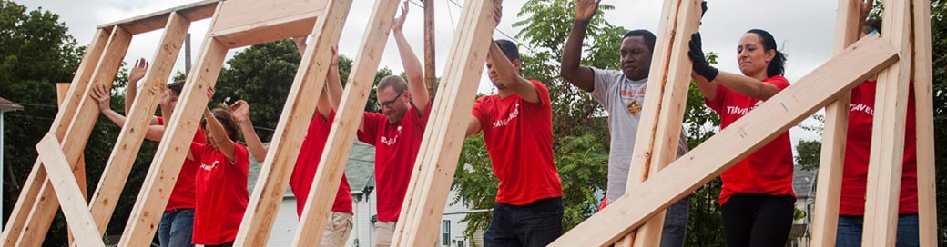 Travelers employees helping to build home
