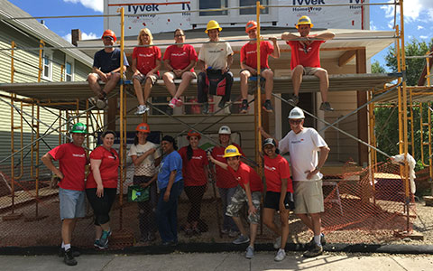 Travelers employees volunteering for Habitat for Humanity