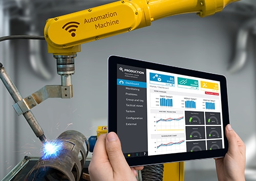 employee using manufacturing equipment using IoT