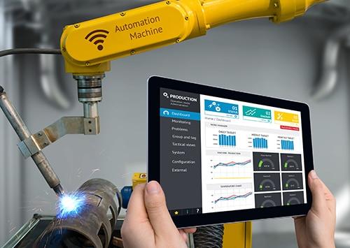 employee using manufacturing equipment using IoT