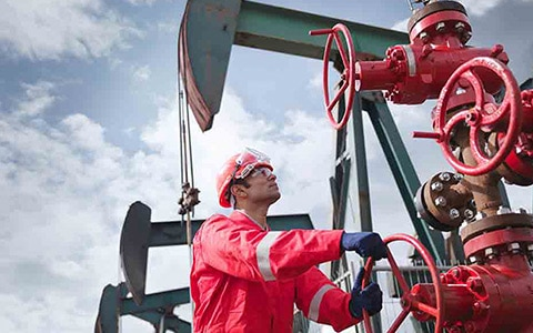Oil and gas worker managing oil and gas risk