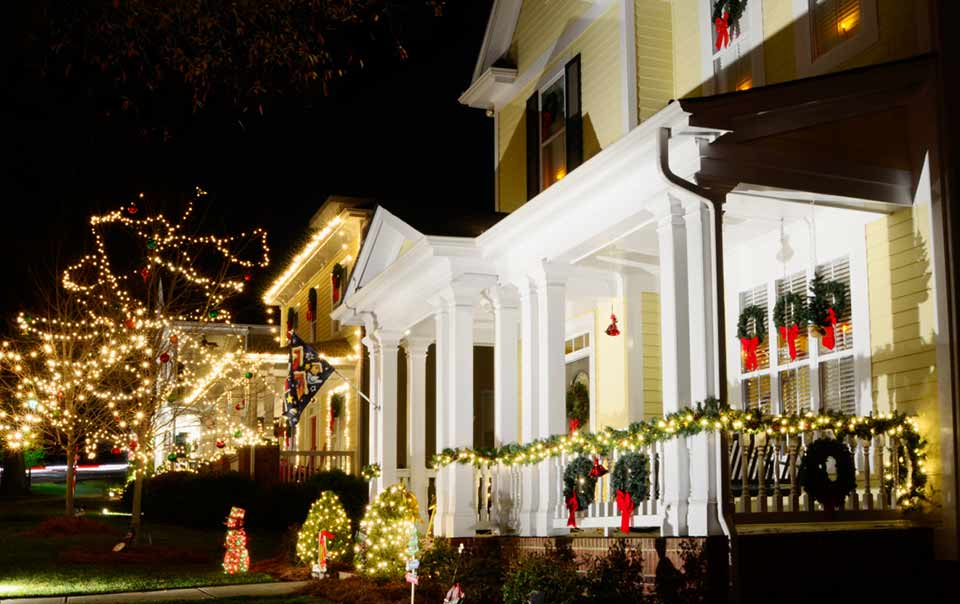 Holiday Decorating Safety | Travelers Insurance