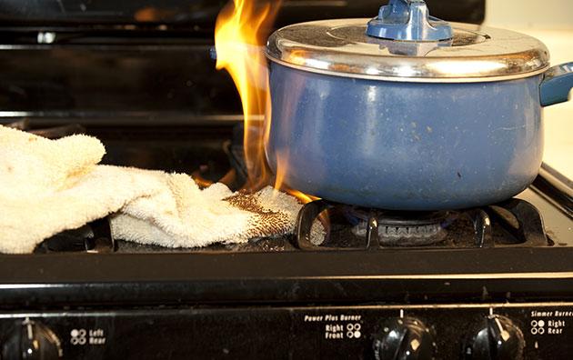 Kitchen Fire Safety | Travelers Insurance