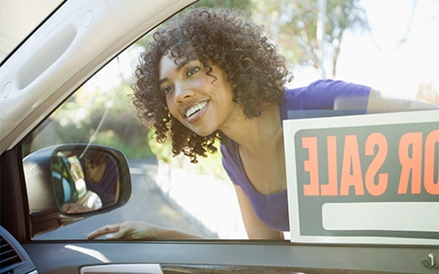 10 Tips on How to Sell Your Car Privately, woman looking through car window