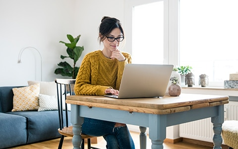 woman working from home, 10 tips to stay productive when working from home