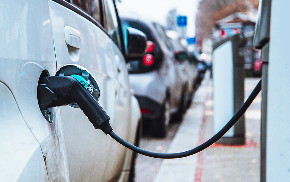 Pump filling up hybrid car